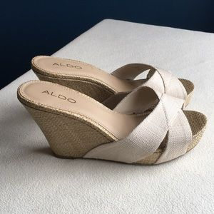 Like new Aldo natural color wedge sandals sz 8